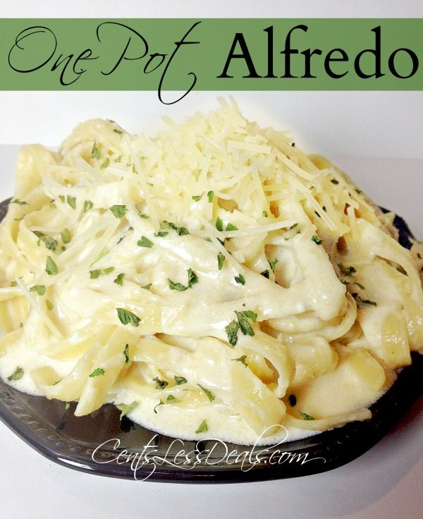 One Pot Fetuccini Alfredo. From the pot to the plate in less than 10 minutes!! This was crazy easy to make and super delicious, this is going into the weekly rotation!