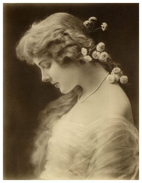 .: Vintage Portraits, Amazing Photography, Vintage Photographers, Vintage Photography, Era Photographers, Vintage Lady, Vintage Beautiful, Victorian Era, Flower