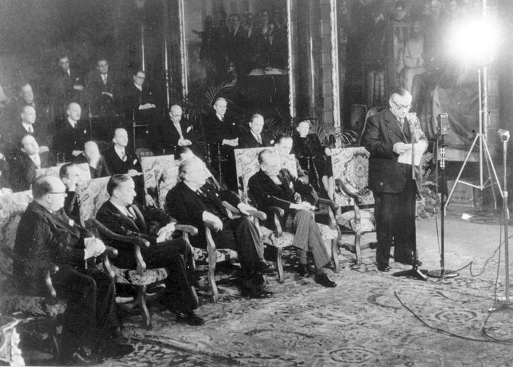 Today, 17 March in 1948, in Brussels, the Foreign Ministers of Belgium, France, Luxembourg, the Netherlands and the United Kingdom sign the Treaty of Economic, Social and Cultural Collaboration and Collective Self-Defence (Treaty of Brussels). From left to right: Paul-Henri Spaak, Georges Bidault, Joseph Bech, Baron Carel Godfried van Boetzelaer van Oosterhout and Ernest Bevin. (image courtesy WEU Secretary General & CVCE.EU website)