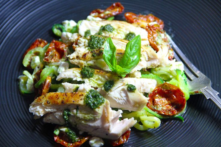Chicken and courgette noodles with cottage cheese and basil puree