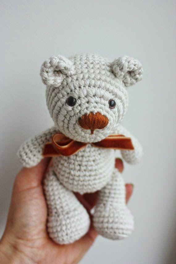 PATRÓN: Poco patrón del oso de peluche de ganchillo - Amigurumi