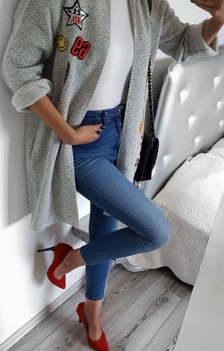 #fall #fashion ·  Grey Coat + Skinny Jeans + Red Pumps