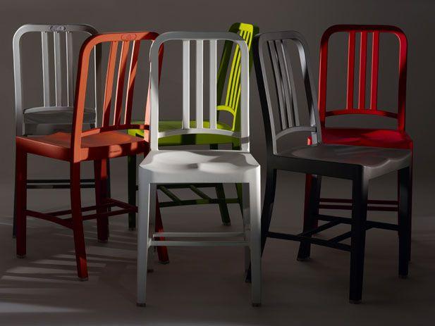 Cadeira 111 Navy, by Emeco  Várias cores: vermelho, branco, cinza, verde, laranja e marrom.  111 garrafas PET de Coca- Cola recicladas.  Cadeira #111 Navy, by #Emeco.