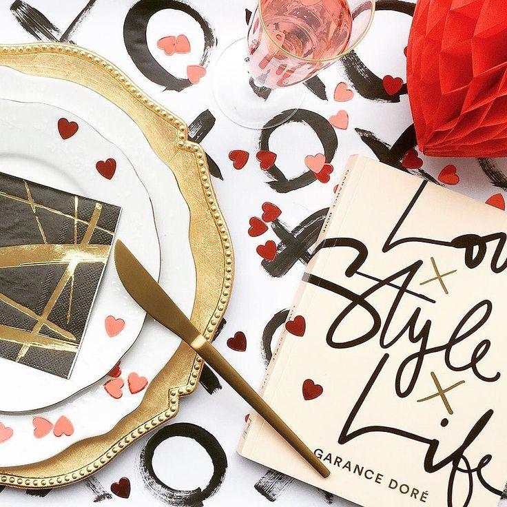 バレンタイン目前包装紙は自分でペイントすれば世界につだけのラッピングに手作りチョコやプレゼントなどは用意できたけれどなんだかラッピングがしっくりこないということはありませんかそんなときに試してほしい簡単にできるおしゃれラッピングペーパーのDIYアイデアをご紹介バレンタインはホームパーティーをしたり手作り料理をふるまうという方にはテーブルランナーとして使用するのもおすすめですよ . ARCH DAYSでこの記事を読む @archdays website: archdays.com TOP>ARTICLE . #diywrappingpaper #diywrapping #diytablerunner #バレンタイン #バレンタインデー #バレンタインデイ #バレンタインラッピング #バレンタインパーティー #ハート型 #ハート形 #ハートの形 #パーティー装飾 #バレンタイン準備 #バレンタイン仕様 #バレンタイングッズ #バレンタインデーキッズ #キッズdiy #簡単diy #プチプラdiy #ホームパーティー #ホムパ #テーブルランナー #プレースマット #テーブルマット…