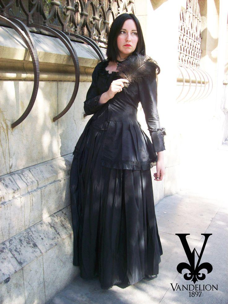 Skirt,petticoat, jacket, corset and jewelry by Vandelion 1897 Model: Mariana Gutierrez