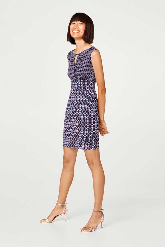 020107d8 Esprit - Kjole i mønstermiks i let mesh i Esprits Online-Shop. Gå til