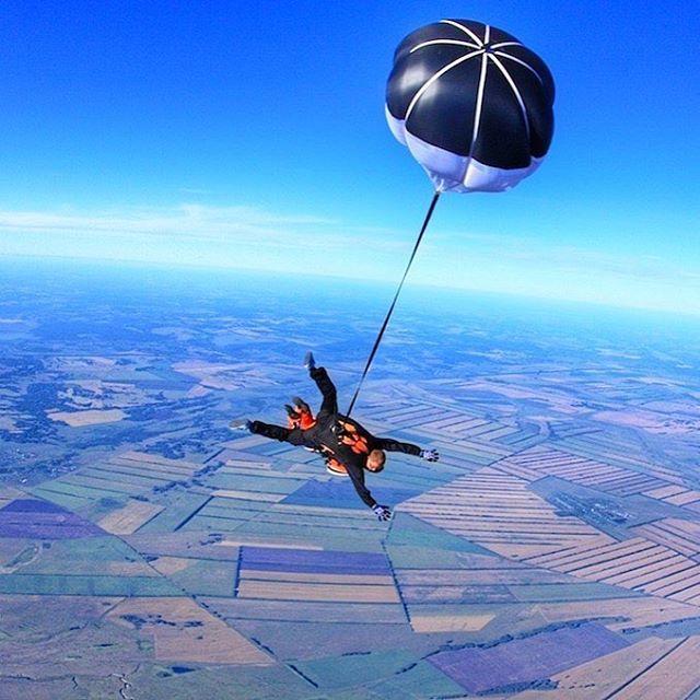 Прыжки с парашютом, полеты на Як-52#подарок подарочные сертификаты#аэродромтанай #всемлетать #dztanay #tandemjump #nskgram #kemerovo