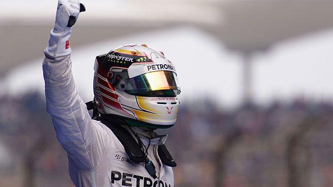 È ancora Hamilton a dominare la domenica della Formula 1 e a portare a casa la vittoria. Dietro di lui un Rosberg un po' affannato ma, soprattutto, un Alonso strepitoso, che dopo una partenza da urlo, lotta per la seconda posizione fino alla fine e tiene dietro le Red Bull di Ricciardo e di un Vettel opaco…