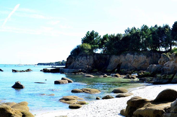 Crique entre Beg Meil et Cap-Coz, en parcourant le sentier côtier...#Bretagne…
