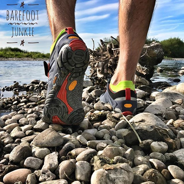 We personally try and test our Vibram Fivefingers on various terrain. See more at Barefoot Junkie www.vibrams.co.uk link in our bio. #vibramfivefingers #vtrain #barefootjunkie #barefootrunner #barefootshoes #pebblebeach #terrainrace #fitness #trainers #injinji #injinjirun #trailrun #trainingrun #crossfit #foothealth #healthyactivelifestyle #activewear #travelshoes #keepfit #mortonsneuroma #plantarfasciitis #minimalist #feelingood #montereylocals #pebblebeachlocals - posted by Barefoot Junkie…