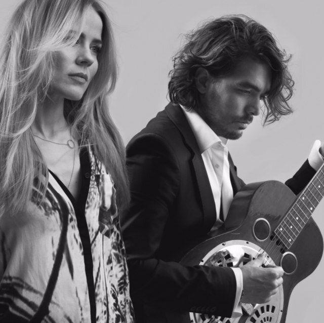 In: Ilse DeLange en Waylon die op 6 mei als The Common Linnets Nederland gaan vertegenwoordigen tijdens het Eurovisie Songfestival in Kopenhagen.