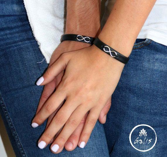 Su y la suya joyería, negro cuero brazalete pulsera Set para parejas con un encanto infinito, emparejando su y pulseras para ella, su y la suya
