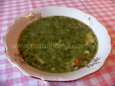 Špenátová bramboračka 3-4 brambory, 150 g mraženého špenátu, 2 hrsti krup, 1 mrkev, 1 cibule, 3-4 stroužky česneku, sůl, zelninový bujón, mletý pepř, muškátový oříšek, olej, 1 lžíce hladké moukyNa rozpáleném oleji osmažíme na malé kousky nakrájenou mrkev. Až pustí barvu, přidáme mouku a usmažíme jíšku. Zalijeme studenou vodou. Do ní přidáme na kousky pokrájené brambory, špenát, bujón, osolíme, a vaříme do změknutí brambor. Pak přidáme uvařené kroupy a dochutíme pepřem a strouhaným muškátovým…
