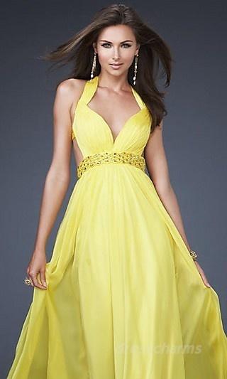Summer, a season of Hot beauty like this dress...