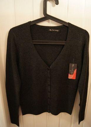 Kup mój przedmiot na #vintedpl http://www.vinted.pl/damska-odziez/kardigany/11479901-grafitowy-sweterek-w-serek-rozpinany