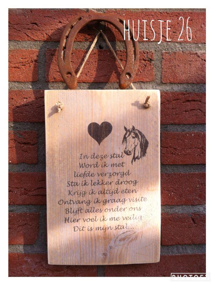 Tekstbordje van steigerhout  'In deze stal'