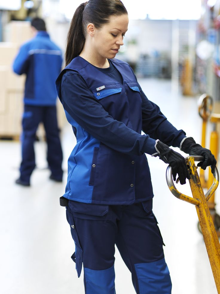 uniQworks – workwear collection for industrial, industrial services and maintenance professionals. #lindstromgroup #companyimage #brandimage #workwear #workwearservice #rental #professional #uniqworks #industrial #maintenance