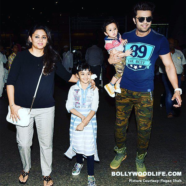 Manish Paul spotted at the airport with wife and kids #manishpaul #manishpaulofficial #manishpaul #manishpaul03