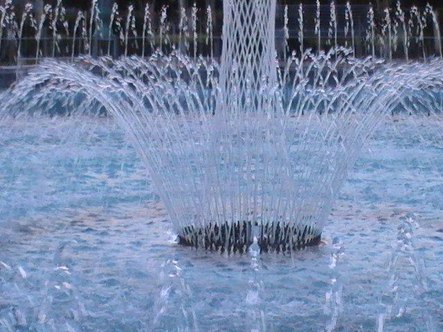 """Gentile """"FONTANE ARTISTICHE"""" dal 1958 la tecnica dell'esperienza dedicata con passione alla progettazione e realizzazione di fontane artistiche luminose. L'elemento fondamentale del nostro lavoro è dato dall'acqua che noi trasformiamo e plasmiamo affinché si possa esprimere in tutte le sue forme."""