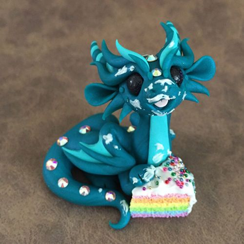 Messy-Rainbow-Cake-Dragon-Sculpture-by-Dragons-and-Beasties