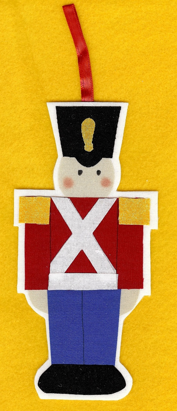 DIY soldier ornament- do in felt