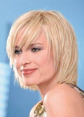 Tagli capelli corti per donne oltre 50 anni