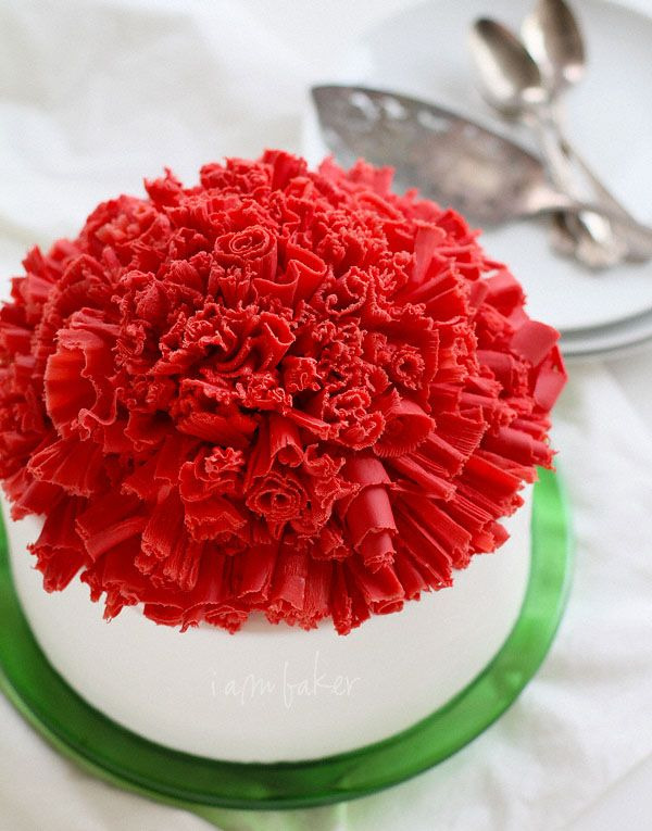 I couldn't eat this at all, but I was impressed by the chocolate ruffle topping!  Christmas Cake with Chocolate Ruffle Curls via I Am Baker @iambakertweets: Chocolates Curls, Ruffles Curls, Beautiful Christmas, Chocolates Ruffles, Christmas Cakes, Christmas Holidays, Google Search, Stunning Christmas, Cakes Design