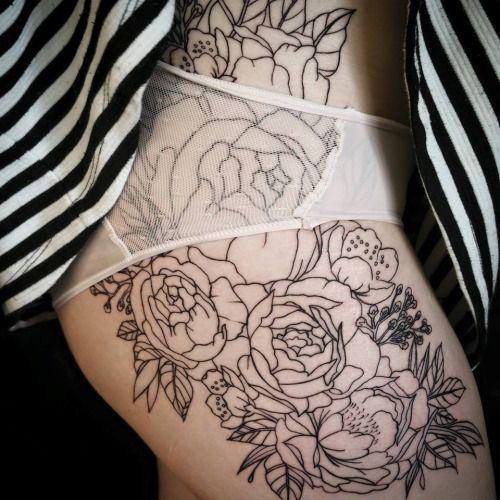 Breathtaking Floral Hip Tattoo Ideas