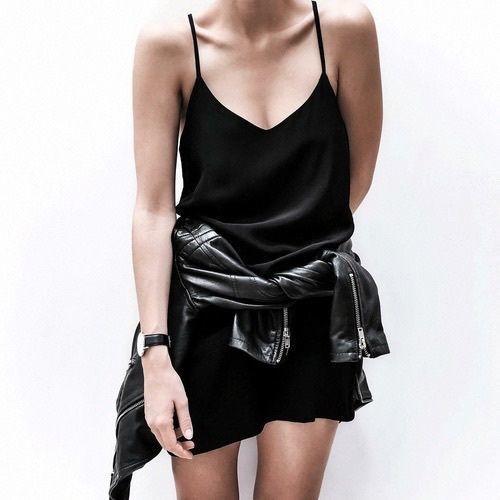 Czerń jest zawsze modna!  #blackoutfit#streetstyle #bigcitylife#freetime #watch #butiki #swiss #butikiswiss