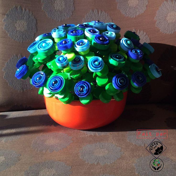 Recyclage artistique d 39 objets en plastique performance - Que faire avec des bouchons plastique ...