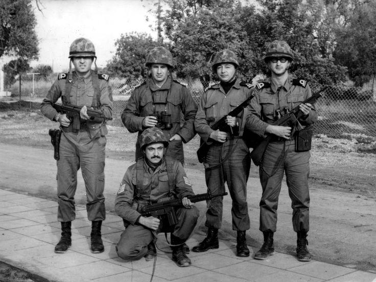 Amfibi Alay Komutanı Deniz Yarbay Neşet İkiz ve Karargah Subayları157