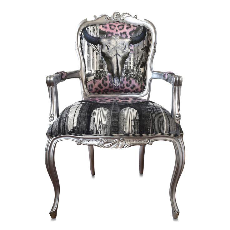 """NYHET!! """"Silver steer"""" stolen med buffelhuvud är en ny favorit. Passa både det klassiska och moderna hemmet. Stomme i silver nyans och tyg från Van Asch."""