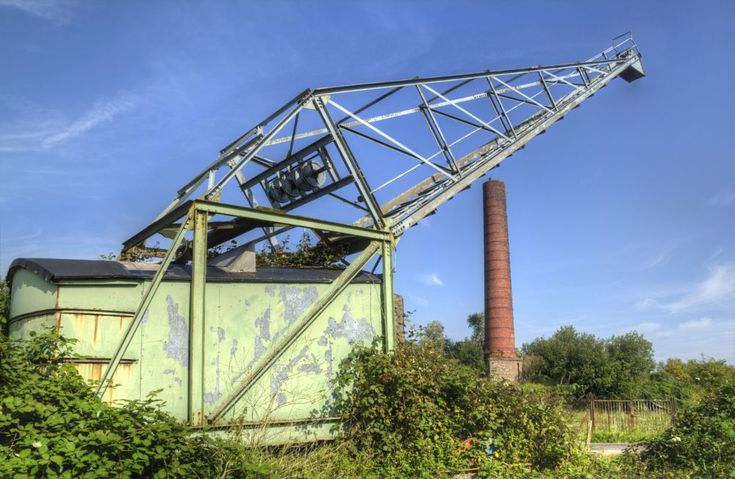Old crane by Gerrit Kuyvenhoven