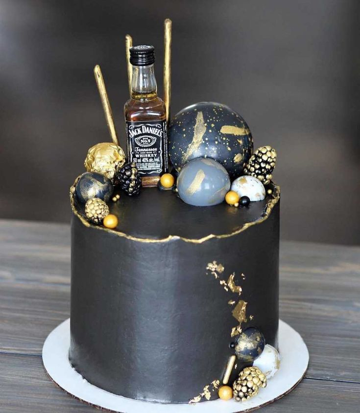 Alcohol Birthday Cake, Birthday Cake For Father, Alcohol Cake, Fathers Day Cake, Bolo Drip Cake, Drip Cakes, Elegant Birthday Cakes, Birthday Cakes For Men, Bolo Chanel