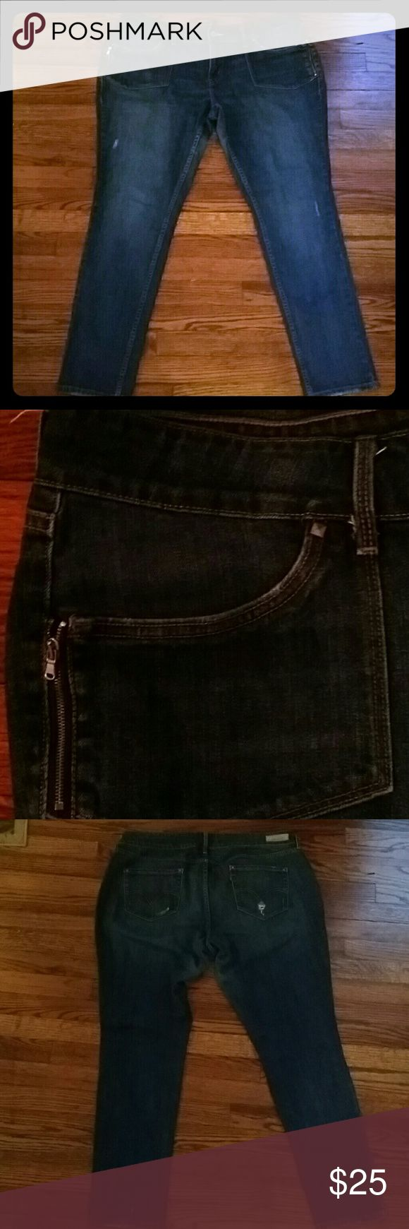 Levi's skinny jeans Skinny jeans. Zipper front pockets. Distressed back pockets.  Great condition. Levi's Jeans Skinny