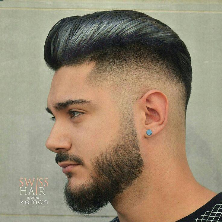 Corte de cabelo masculino com degradê e pompadour.