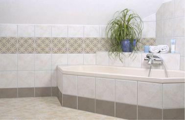 Marre de vos carreaux vieillot dans la salle bain? passer en mode carrelage adhésif pour rafraîchir l'ambiance de la pièce!