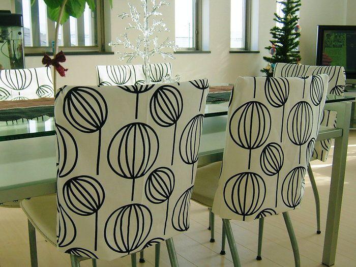 背もたれに椅子カバーをかけるだけでも一気にダイニングの印象が変わります。こちらは1つ300円くらいで作れてしまったとか。これなら季節に合わせてどんどん模様替えできますね!