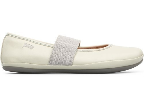 For Spring Summer 2013 Camper presents Right, a beige Mary Jane shoe made of full grain leather.