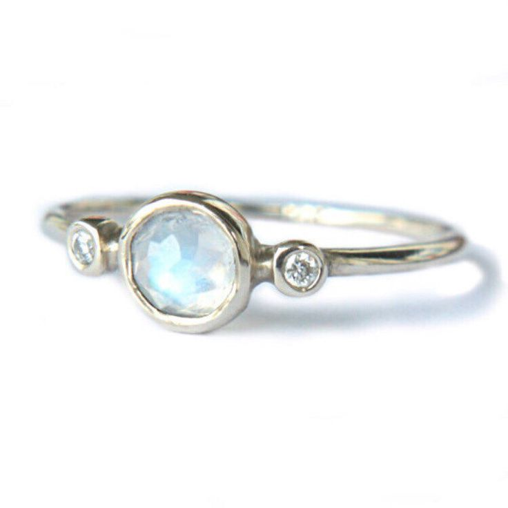 Moonstone & Diamonds in White Gold 💙