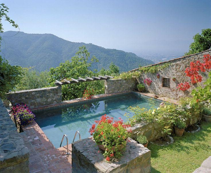 Antik eingerichtetes Haus in den Bergen der Toskana - Villa für bis zu 10 Personen in Pieve di Brancoli, Italien. Objekt-Nr. 299799