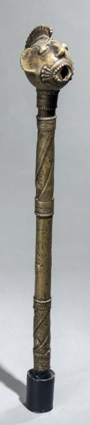 RÉCADE TIV en bronze à cire perdue du nord est Nigéria. La tête magnifiquement exécuté porte une coiffe à crête. Haut.: 50 cm