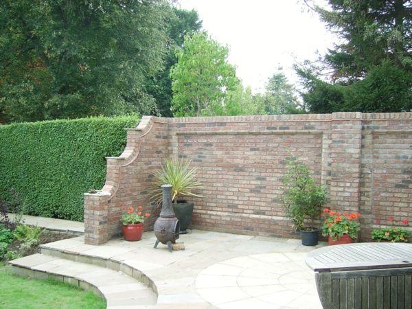 gartenmauern ziegel pflanzen treppen klappbarer tisch