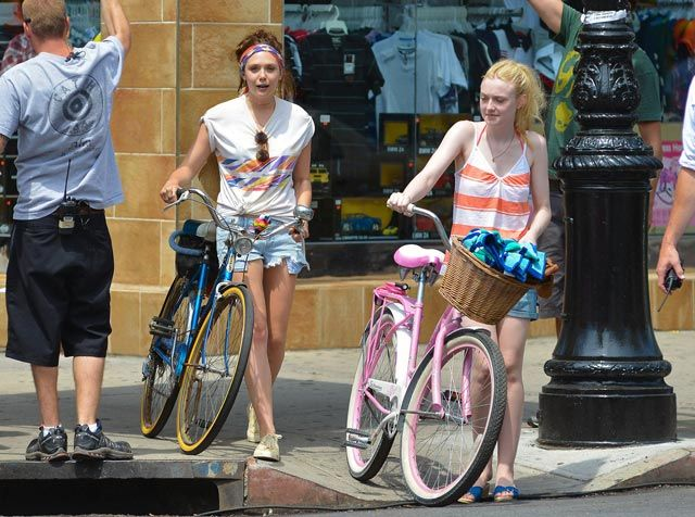 Dakota Fanning and Elizabeth Olsen being Very Good Girls in NYC