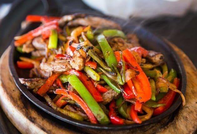 طريقة عمل فاهيتا اللحم خضروات باللحم طبختنا اليوم هي فاهيتا اللحم وجبة شهية على الغداء مع الأرز الأبيض وهى عبا Fajitas Mexican Food Recipes Homemade Fajitas