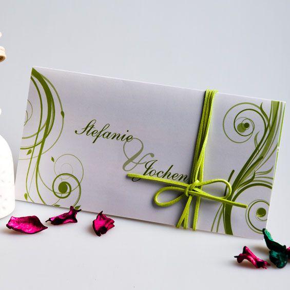 Frühling ist ein Lied  mit Rasengrün Schnörkel Schleife auf Weiß Hochzeitskarten