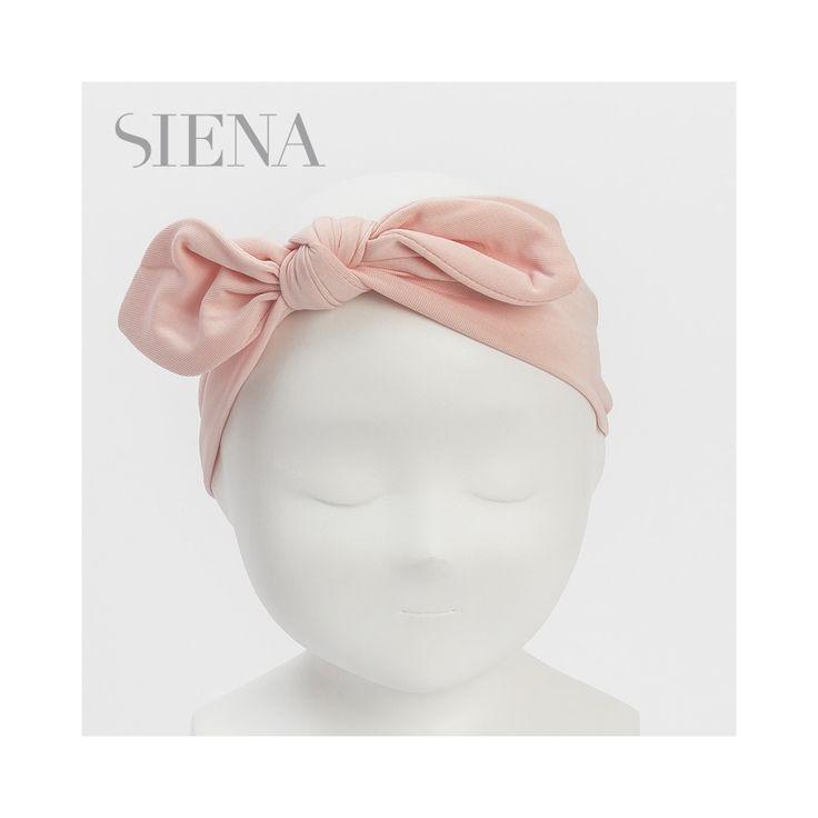 Roze haarband van jersey van het Spaanse merk Siena. De haarband is op maat te strikken.