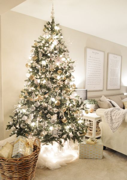 nice Magical Christmas decoration ideas for your bedroom