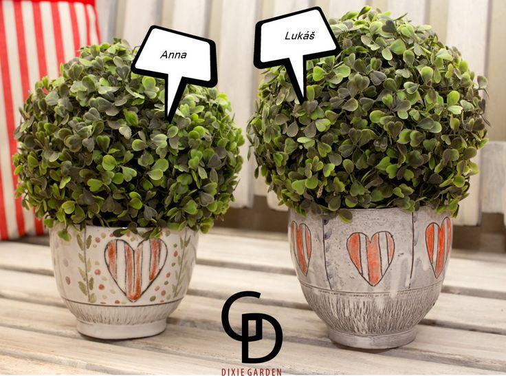 Květináč ANNA ..obal na květináč...... .. z kolekce DG Do peřin K pruhovaným peřinkám z kanafasu :-))) Paleno dvouzarem,glazované,malované,modelované,gravírované.. Milý k Vašim dlaním...a stvořen s láskou.. obsah cca 500 ml .... dostanete sbírkový certifikát. tenhle je po tetičce z Illinois...asi..možná..měla opravdu velkou kredenc a v době,kdy se do Ameriky se ...