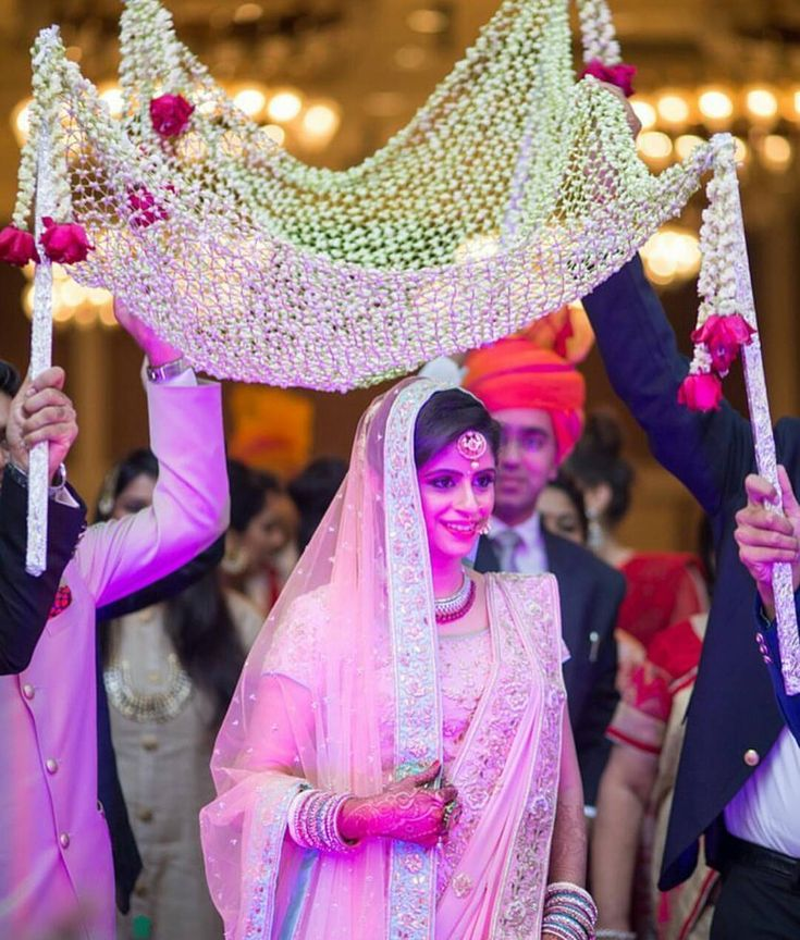 Loose jaali of mogras with flower strings hanging from the sides and red roses in the end is just perfect for bride's entry  #trending #trendsettingentry #glamorousentry #funfilledgroomentry #trendsetter #beautifulbride #entryinspirtion, #trending #trendsettingentry #glamorousentry #funfilledgroomentry #trendsetter #beautifulbride #entryinspiration #entryideas #weddingevent #weddingphotography #bestbridalentry